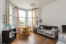 2 bedroom Ground Flat for sale in Bedford Hill, Balham...