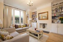 2 bed End of Terrace home to rent in Lynn Road, Clapham South...