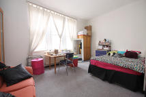 Studio flat to rent in Balham Hill...