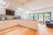 4 bed Terraced house to rent in Lynn Road, Clapham South...