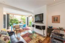 2 bedroom Flat for sale in Lysias Road...