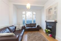 Flat for sale in Dinsmore Road...