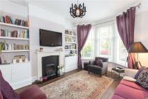 2 bedroom Flat in Burnbury Road, Balham...