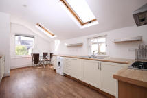 2 bed Flat in Narbonne Avenue...