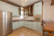 2 bed Flat in Broxash Road, London...