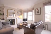 Flat to rent in Broomwood Road...