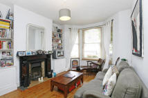 Ground Flat to rent in Corrance Road, Brixton...