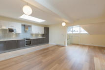 Town House to rent in Rosebery Road, London...