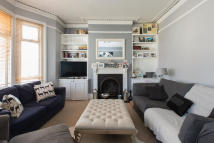 2 bed Flat in Clitheroe Road, London...