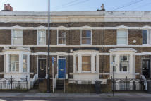 Studio apartment in Ferndale Road, London...
