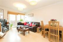 2 bedroom Flat in Ferndale Road, Clapham...