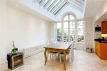 3 bedroom Flat in Clapham Common North...