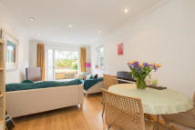 2 bedroom Flat in Trinity Road...
