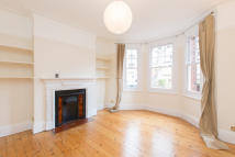 2 bed Ground Flat to rent in Boundaries Road, Balham...