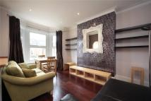 Flat to rent in Ravenslea Road, Balham...