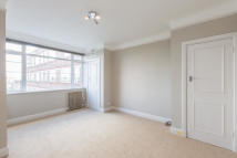 Studio flat in Du Cane Court...