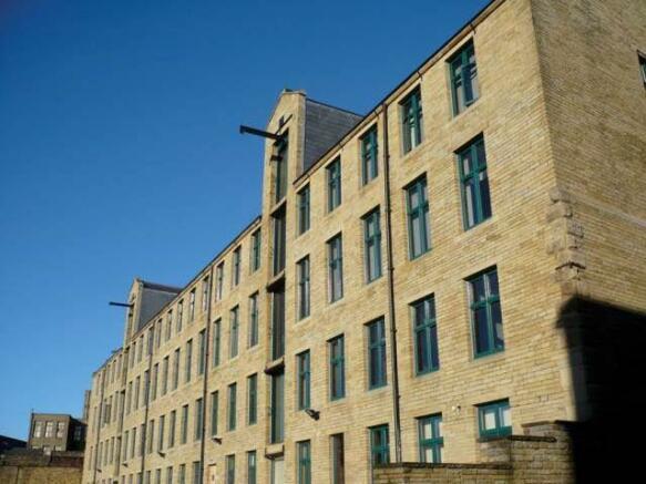 Colonail Building