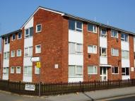Ground Flat in New North Road, HAINAULT...