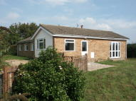 Detached Bungalow to rent in Seven Gardens Road ...