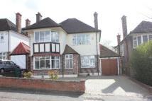 Detached house in WOODWARD AVENUE, HENDON...
