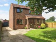 Detached property in Meadow Garth, Tadcaster...