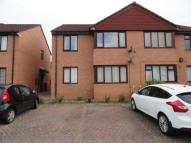 1 bed Flat for sale in FARNHAM CLOSE...