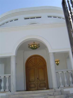 Main Entrance (Mediu