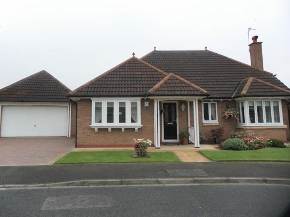 3 bedroom detached bungalow for sale in moorberries for Porch designs for bungalows uk