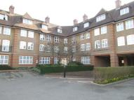 3 bedroom Flat in Heathview Court...