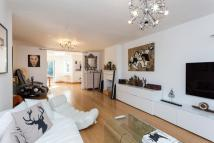 4 bedroom Detached home in Wentworth Road, NW11