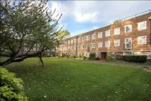 2 bedroom Flat in Corringham Court...