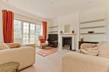 3 bedroom Flat to rent in Ravenscroft Ave...