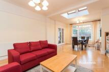 2 bedroom Flat in West Heath Drive...
