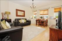 Flat to rent in North End Road, London...