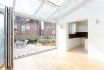 Ravenscroft Avenue semi detached house to rent
