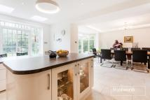 5 bedroom Detached property in Middleway, London, NW11