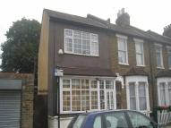 3 bedroom house in Harcourt Road, London...