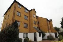 Flat to rent in Alan Hocken Way...