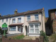 2 bedroom Flat in Idmiston Road, London...