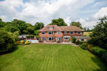 5 bed Detached property in Merstham, Redhill, Surrey