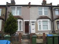 2 bed house in Rochdale Road, London...