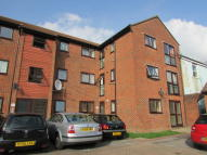 Flat to rent in Wellington Court...