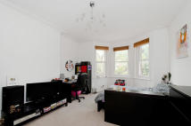 Flat to rent in Castellain Road...