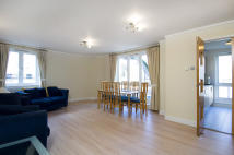 Flat to rent in Warrington Gardens...