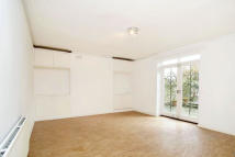 2 bed Flat in King Henrys Road...