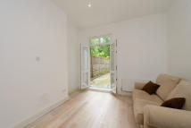 Flat to rent in Hillfield Road...