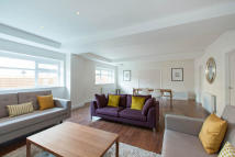 4 bed Flat in Belsize Road...