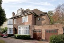 6 bedroom Detached home in Bishopswood Road, Kenwood
