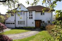 4 bedroom Detached house in Brook Gardens...