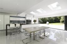 5 bed Detached property in Henley Drive...